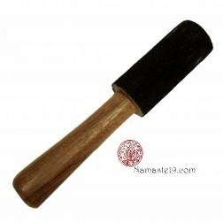 Maillet pour bol chantant en palissandre revêtu de peau de chamois noire