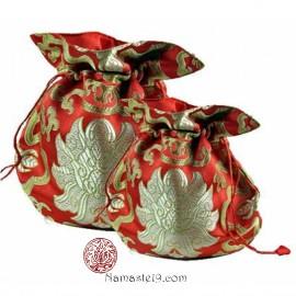 Bourse pour mala en brocart de soie rouge.