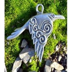 Pendentif Celtique Corbeau Raven avec une spirale de Newgrange