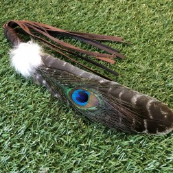 PAON Grande Plume de fumigation en dindon sauvage et Paon, fourrure de lapin et cuir BRUN